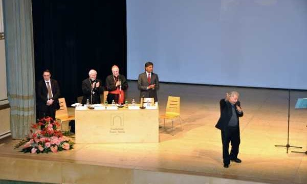 Concerto al teatro Savoia (CB) in occasione della visita del Card. Comastri